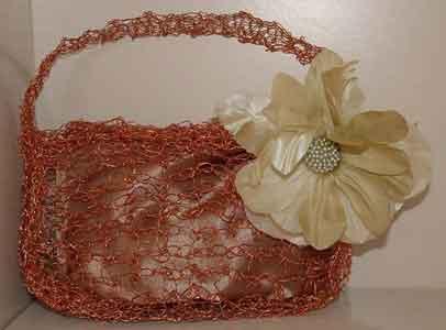 8a8317b647 Spiegazione passo a passo per realizzare una borsa all'uncinetto in fil di  rame (C. Laruccia) - Hobbydonna.it