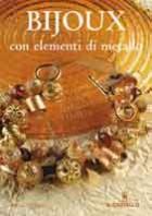 Bijoux con elementi di metallo